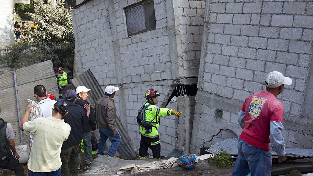 An gefährlichem Hang: Behörden warnten Bewohner von El Cambray II in Guatemala vor Erdrutschgefahr.
