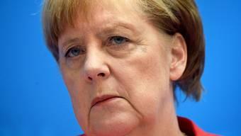 43 Prozent der Befragten sprachen sich dafür aus, dass Merkel zurücktritt und ihr Amt an einen Nachfolger abgibt. (Archivbild)