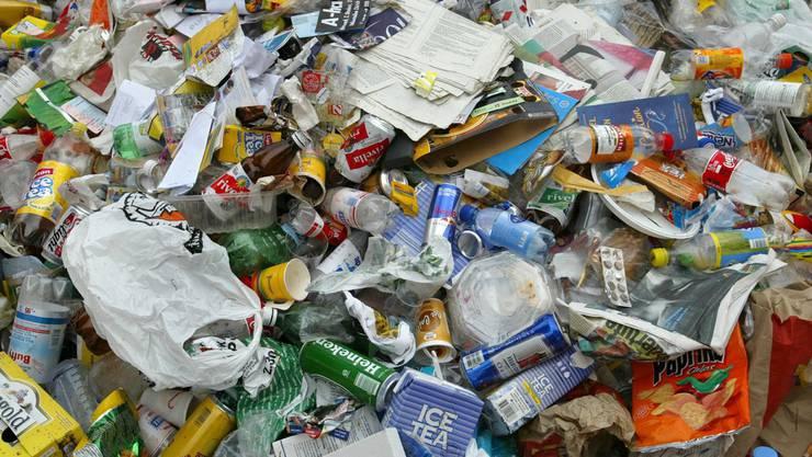 In der Schweiz werden gemäss Bundesamt für Umwelt jährlich 700 Kilogramm Abfall pro Person produziert.
