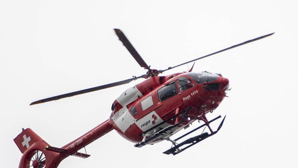 Helfer alarmierten nach einem Wanderunfall im Kanton Obwalden die Rega. (Symbolbild)