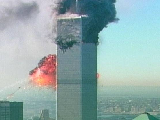 Das zweite Flugzeug crasht in das World Trade Center