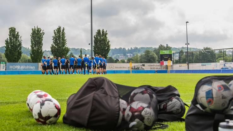Das Baugesuch für eine neue Flutlichtanlage ist eingereicht, nun rollt der Ball für den FC Wohlen im Profigeschäft weiter.