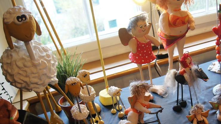 Die Künstlerin Susanne Rehmann zeigte ihre bunten Figuren.