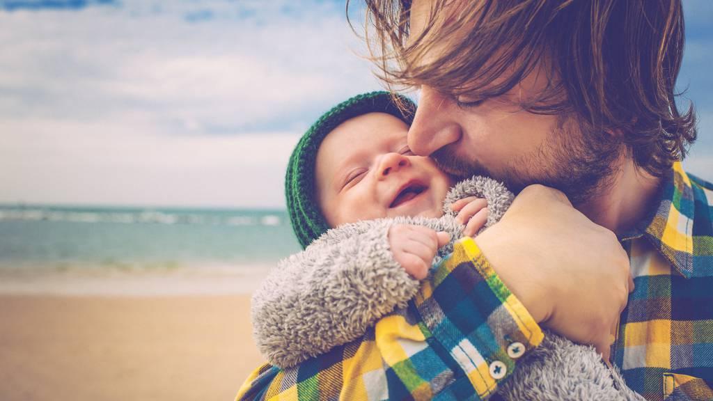 Das Thema Vaterschaftsurlaub wird in der Ostschweiz unterschiedlich gehandhabt.