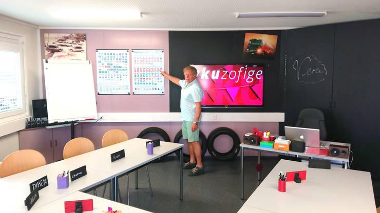 In einem Container an der Oberen Brühlstrasse in Zofingen unterrichtet Andy Hofer den Fahrschülern den obligatorischen Verkehrskundeunterricht.