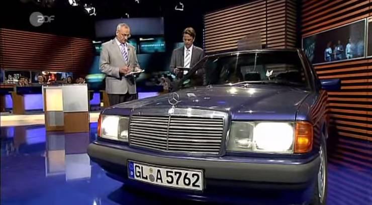 Links Hansjörg Peyer von der Kantonspolizei Aargau, rechts Moderator Rudi Cerne.