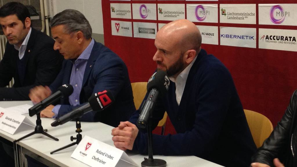 Roland Vrabec an seiner ersten Medienkonferenz als neuer Vaduz-Trainer