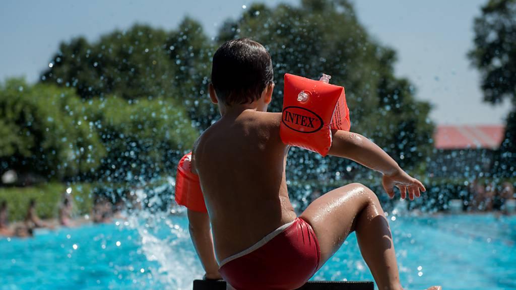 Mehr als nur ein Badi-Eintritt: Der Luzerner Ferienpass bot diesen Sommer 54 Aktivitäten für Kinder und Jugendliche. (Symbolbild)