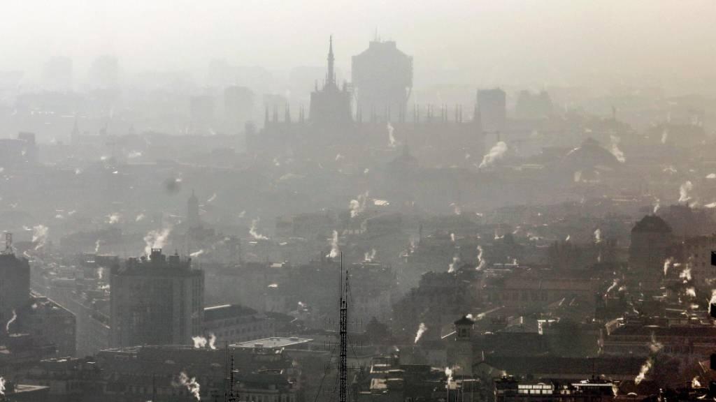 Mailand will Rauchen im Umfeld von Bushaltestellen verbieten