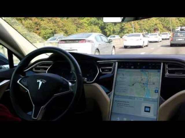 Tesla-Fahrer erlebt eine Schrecksekunde nach der Aktivierung der Autopilot-Funktion