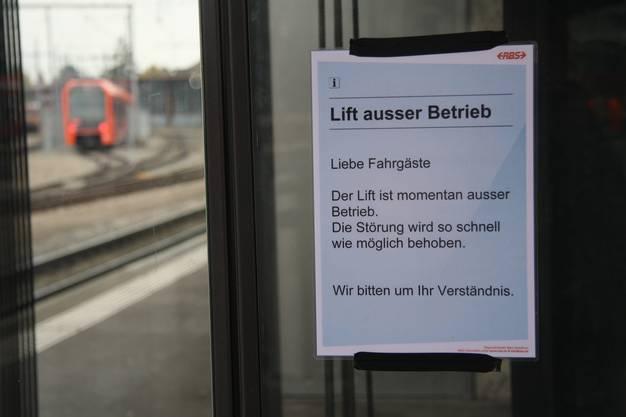 Der Lift am RBS-Bahnhof ist wieder einmal ausser Betrieb.