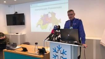 Walter Schlegel von der Kantonspolizei Graubünden äusserte sich unter anderem zum interkantonalen Polizeieinsatz, zum Personenschutz sowie zur aktuellen terroristischen Bedrohungslage.