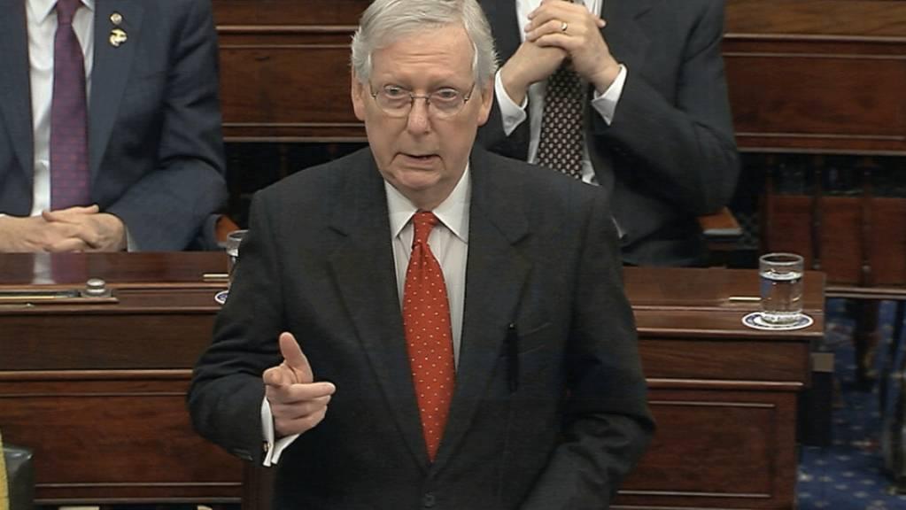 Die Debatte über das Prozedere für das Amtsenthebungsverfahren gegen US-Präsident Donald Trump im US-Senat gestaltet sich zäh. Im Bild der republikanische Mehrheitsführer Mitch McConnell.