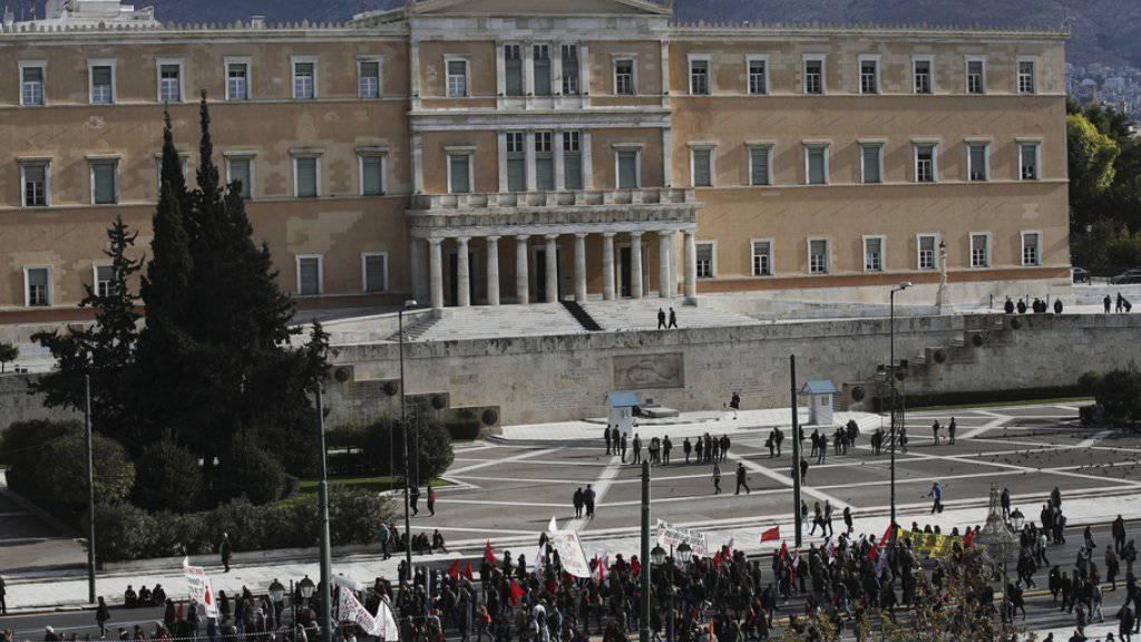 Demonstranten am Donnerstag vor dem Parlament in Athen.