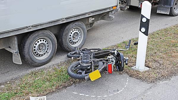 16-jährige Mofafahrerin verletzt sich im Kreisel (Symbolbild).
