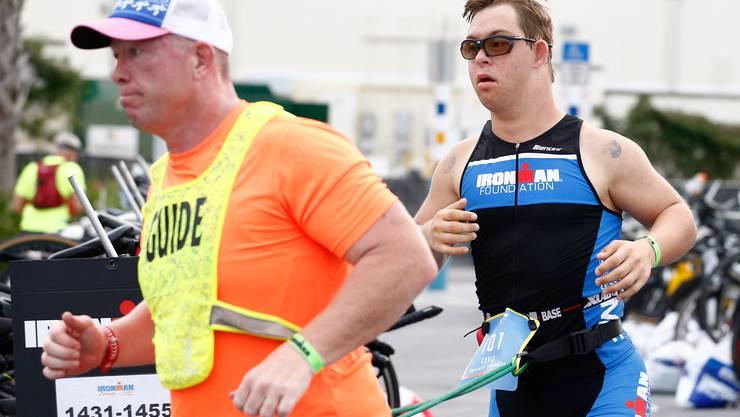 Chris Nikic hat in Florida als erster Sportler mit Down-Syndrom einen Ironman-Triathlon absolviert.