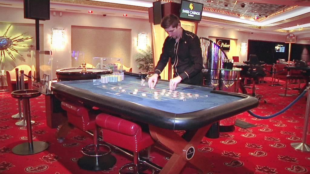 Mitarbeitende aus verschiedenen Schweizer Casinos messen sich im Dealen.