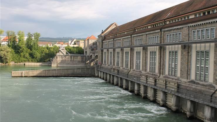 Das Laufwasserkraftwerk in Laufenburg hinkt derzeit der jährlichen Stromproduktion hinterher. ZVG