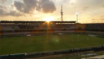 Wunderbare Abendstimmung im Stadio Via del Mare in Lecce beim Match gegen Catania.