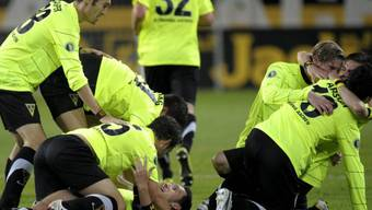 Aachens Spieler feiern den Cup-Coup gegen Mainz