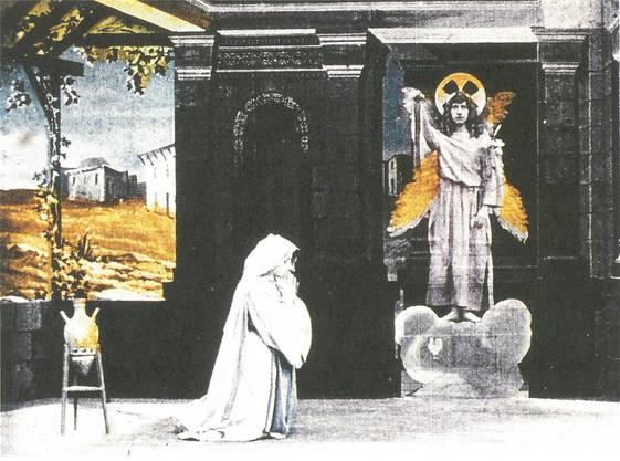 Eine Filmrolle als Heiligenschein: Filmstill aus «Die Verkündigung», 1907, Pathé. Scans aus «Film um 1910» von Cosandey