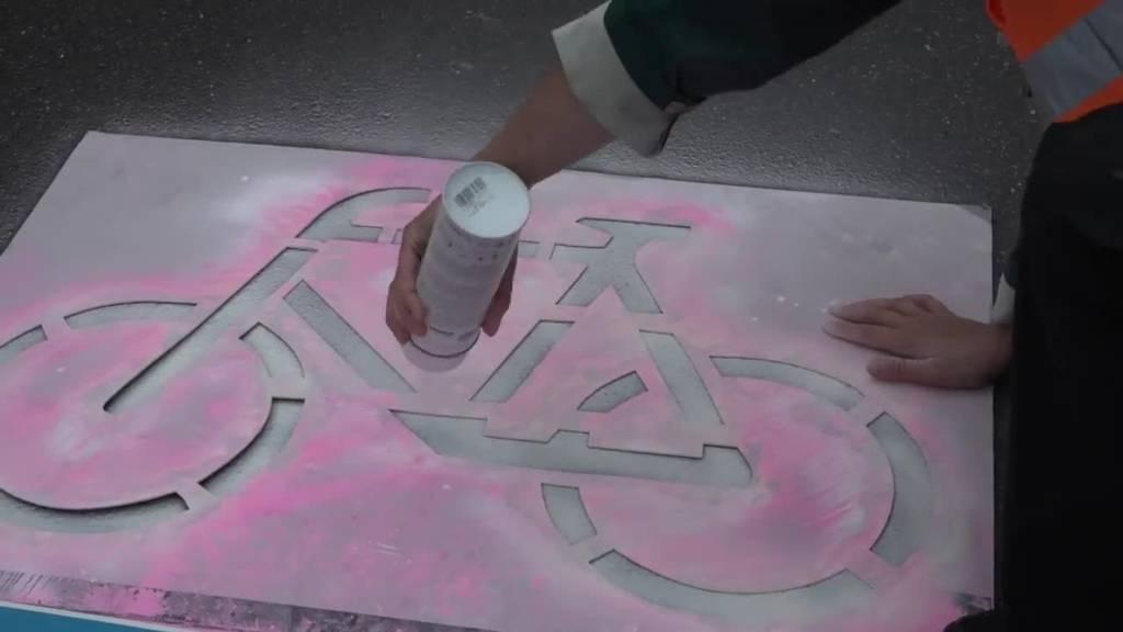Zürcher Velo-Aktivisten besetzen Autospur mitten im Morgenverkehr