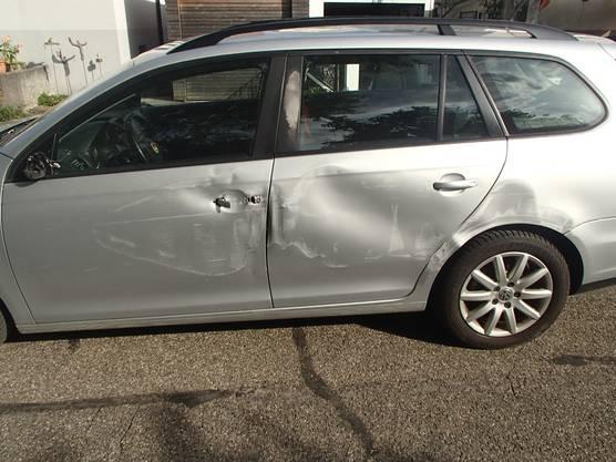 Gemäss ersten Aussagen, habe der Lenker am Radio manipuliert und dabei die Beherrschung über sein Fahrzeug verloren