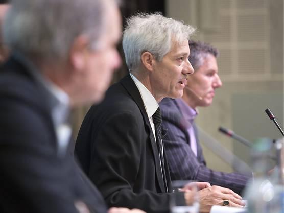 Ulrich Vischer (Bild Mitte), Verwaltungsratspraesident der MCH Group, hat einen neuen CEO für sein Unternehmen gefunden: Bernd Stadlwieser.