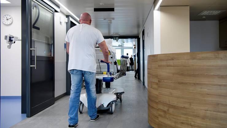 Ein nicht kleiner Teil der Fricktaler lässt sich Jahr für Jahr in ein Zimmer in einem Basler Spital rollen.