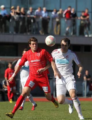 Luca Dimita (l.) im Zweikampf