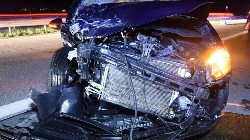 Mehrere Verletzte nach heftiger Auffahrkollision auf Autobahn A13