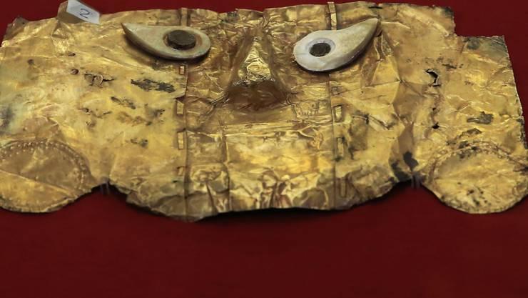 Die Begräbnis-Maske mit Goldlegierung und Silberaugen stammt aus dem 8. Jahrhundert.