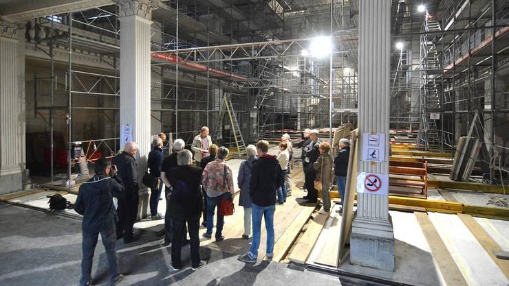 Das Innere der Stadtkirche zeigt sich aktuell völlig eingerüstet. Gewölbereinigung und Bilderrestaurationen stehen an.