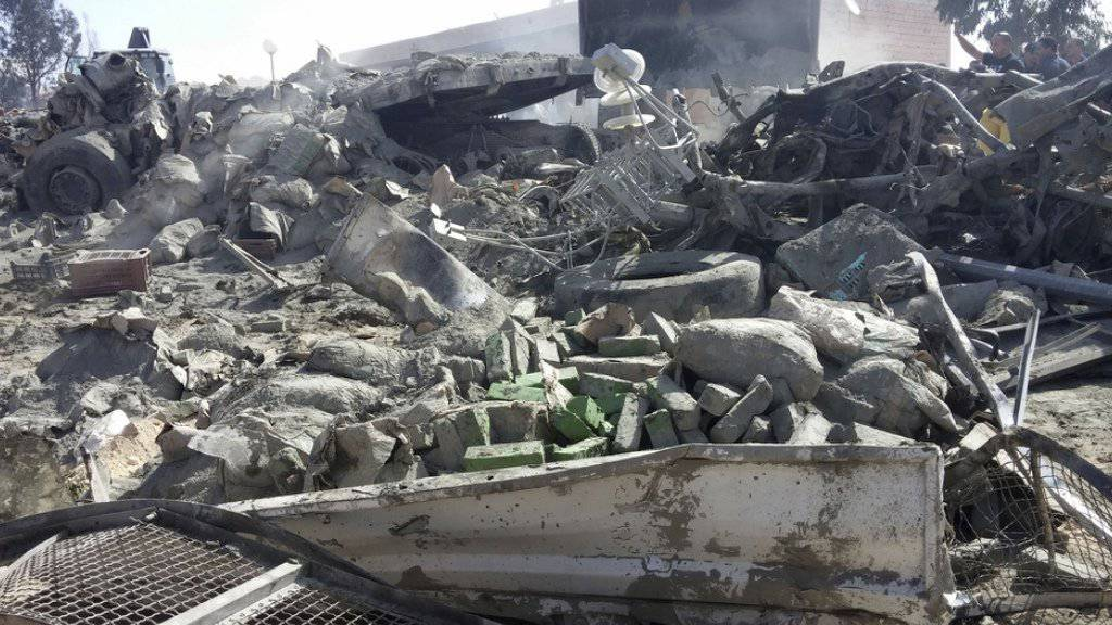 Bei einem schweren Verkehrsunfall in Tunesien sind wegen einem Bremsversagen 16 Menschen gestorben, 85 wurden verletzt.