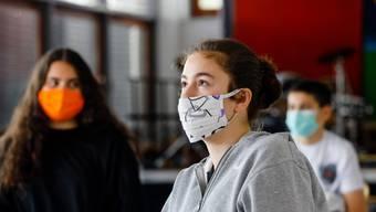 Müssen die Schülerinnen und Schüler bald auch im Kanton Aargau Maske tragen? Noch ist das nicht geklärt.