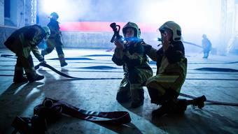 Wenn andere herausrennen, rennt die Freiwillige Feuerwehr hinein.