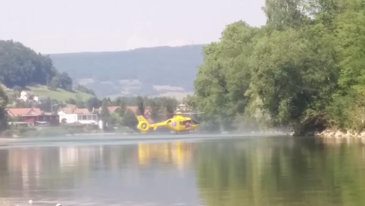 Der TCS-Helikopter suchte nach dem 19-jährigen Asylanten der in der Aare untergegangen war.