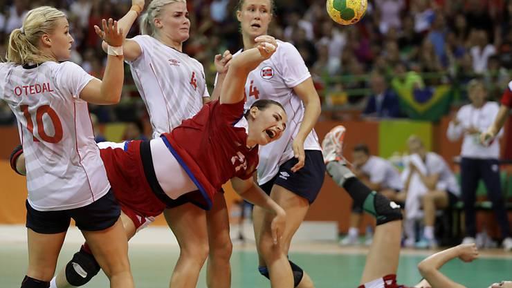 In hartem Kampf durchgesetzt: Russland (im Bild Maja Petrowa) gewann im Olympia-Halbfinal nach Verlängerung gegen Titelverteidiger Norwegen
