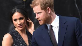 Herzogin Meghan (l.) trägt Schuhe aus Plastikflaschen: Nachhaltigkeit ist ihr und Ehemann Prinz Harry sehr wichtig. (Archivbild)