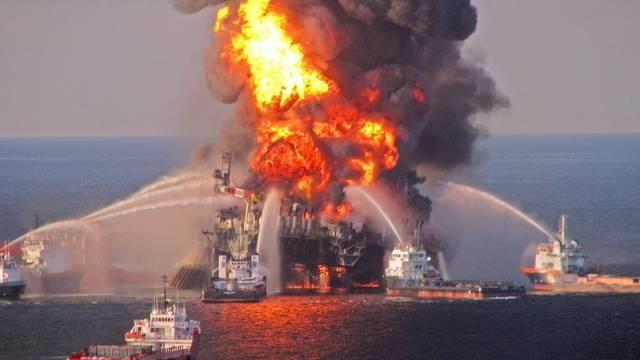 """Die Ölbohr-Plattform """"Deepwater Horizon"""" explodierte im April 2010 (Archiv)"""