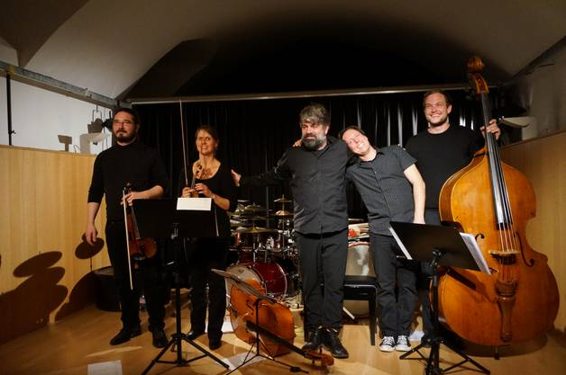 Das Ensemble Klangcombi: von links Adrian Haeusler, Judith Mueller, Nicola Romano, Severin Barmettler und Markus Lauterburg.