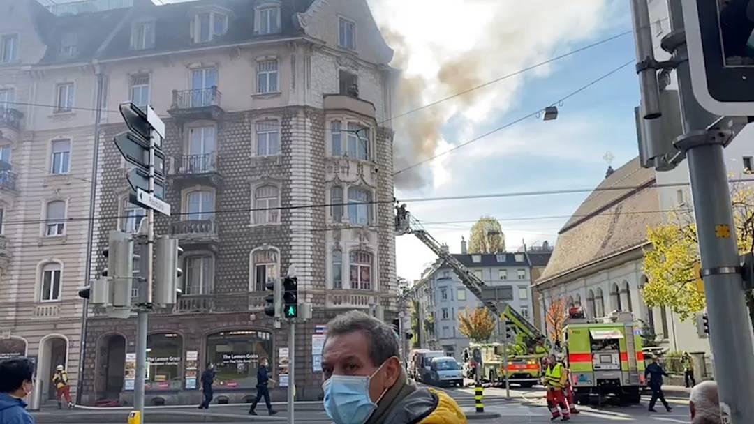 Feuer im Kreis 5: Mindestens eine Person von Feuerwehr evakuiert