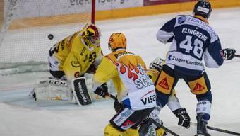 Carl Klingberg (Nummer 48) bezwingt Berns Torhüter Pascal Caminada zum 3:0