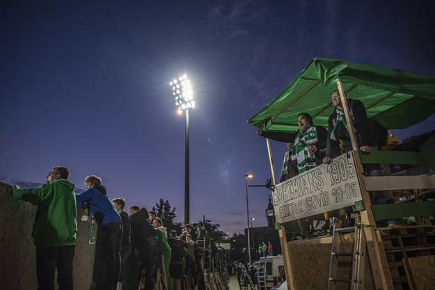 Unterstützen ihr Team, auch wenn sie nicht zugelassen sind: Die Fans der Bohemians Prag im Derby gegen Sparta Prag.