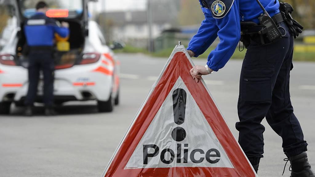 Polizei sichert verdächtige Objekte in Haus in Murten FR