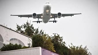 Fluglärm ist nur dann etwas schönes, wenn man im Flugzeug sitzt und ihn Hymne zum Ferienauftakt vernimmt.