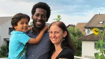 Kebede Dalacho, Nadine Guthapfel und ihr gemeinsamer Sohn in Muri – hier entstehen ihre vielfältigen Ideen.