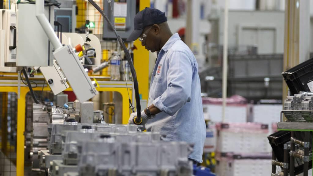 Am US-Arbeitsmarkt hat sich die Lage im Juli nach dem Einbruch in den vergangenen Monaten weiter entspannt. Die Arbeitslosenquote fiel auf 10,2 Prozent nach 11,1 Prozent im Juni zurück. (Archivbild)