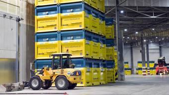 Mai 2015: In der Lagerhalle der Sondermülldeponie Kölliken warten Container auf den Abtransport.