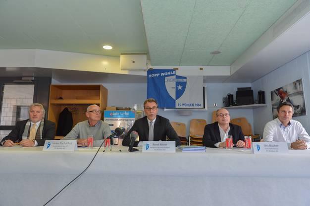 Andreas Wyder (Präsident FC Wohlen),  Lucien Tschachtli (Vizepräsident), René Meier (Verwaltungsratspräsident), Urs Bächer (Geschäftsführer), und David Sesa (Trainer)